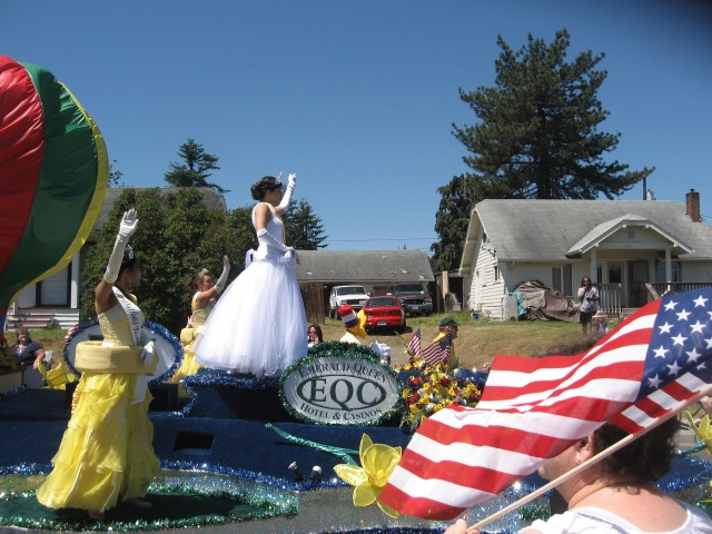 4th parade, Daffodil Princess w flag, Best