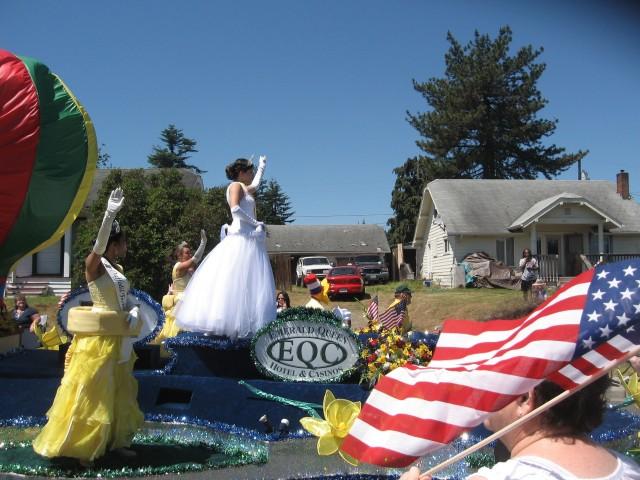 4th parade, Daffodil Princess w flag, Best