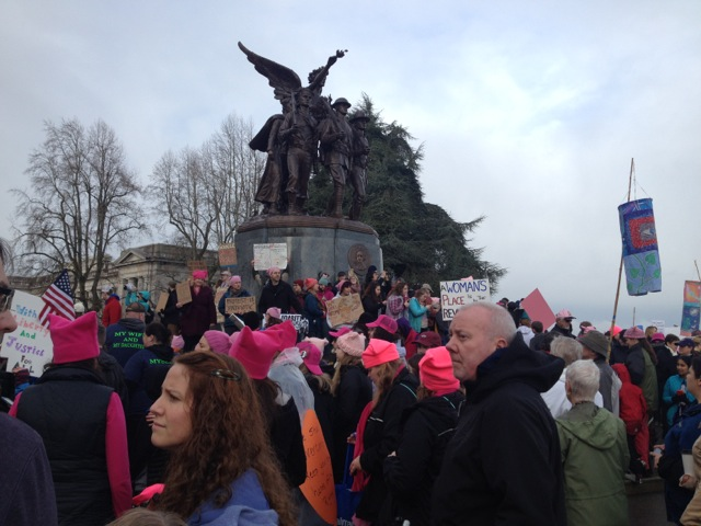 r-pussyhats-soldiers-memorial-1-21-17-best