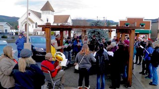 Eatonville, Carolers 2014, singing and musicians, 11. 27. 17