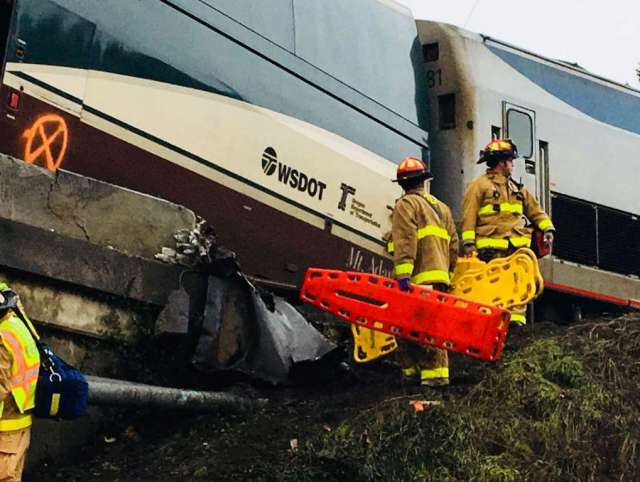 Amtrak derailment, PCSD, first responders, stretcher, 12. 18. 17