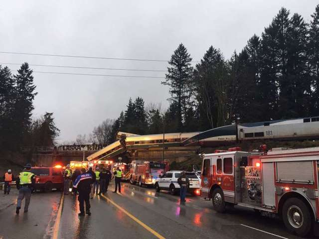 Amtrak derailment, WSP, general scene, 12. 18. 17