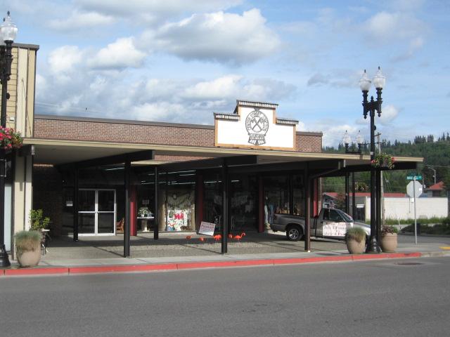 Thrift Store, Eatonville, 5. 26. 18 (1)